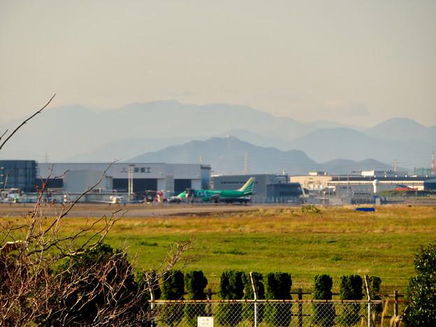 エアフロントオアシス春日井から見たエアポートウォーク名古屋と金華山