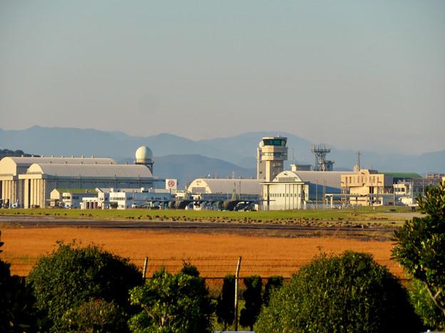 エアフロントオアシス春日井から見た小牧基地の管制塔 - 1
