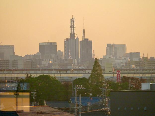 エアポートウォーク3階から見た景色 - 7:NTTドコモ名古屋ビルと名古屋テレビ塔