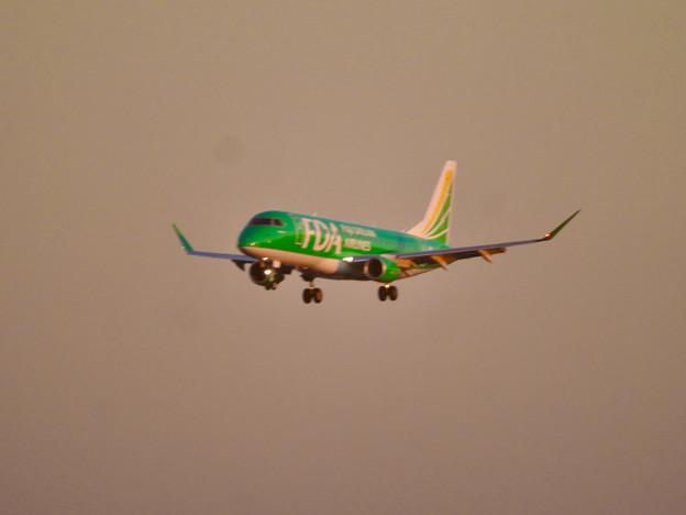 エアポートウォーク3階から見た景色 - 14:FDAの飛行機(緑色)