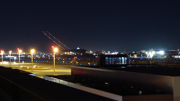 飛び立った飛行機の光の奇跡(SX730HSで撮影、6秒、F4.5、ISO 80)- 2