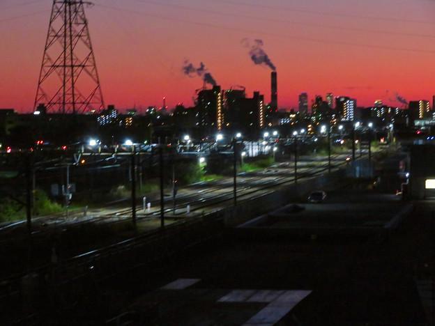 JR中央線に架かる橋の上から見た名駅ビル群と王子製紙の煙突 - 1