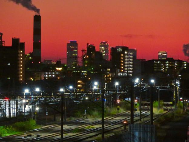 JR中央線に架かる橋の上から見た名駅ビル群と王子製紙の煙突 - 5