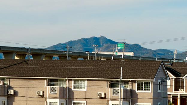 新境川沿いから見た岐阜城・金華山と東海北陸自動車道 - 1