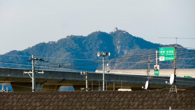 新境川沿いから見た岐阜城・金華山と東海北陸自動車道 - 2