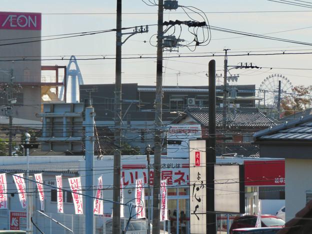 各務原市西部(那加新加納町)から見たツインアーチ138とオアシスパークの大観覧車
