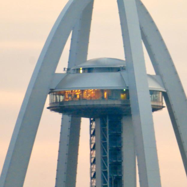 オアシスホイールの2階乗り場から見たツインアーチ138 No - 4