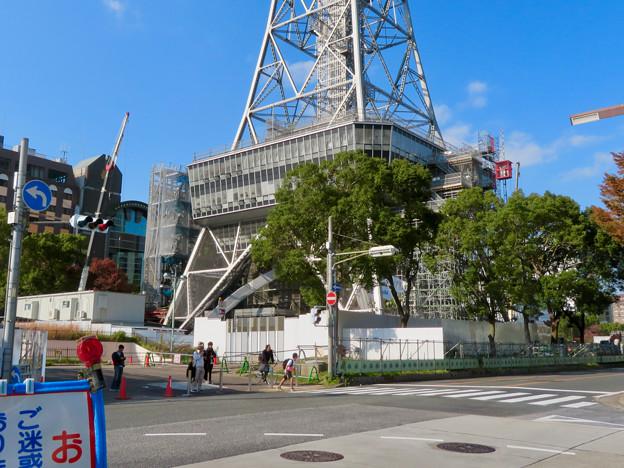 リニューアル工事中の久屋大通公園(2019年11月16日)- 6:テレビ塔の周りにも建物?それとも単なる工事用??