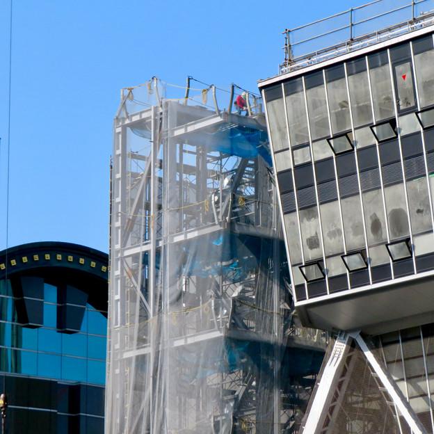 リニューアル工事中の久屋大通公園(2019年11月16日)- 9:テレビ塔の周りにも建物?それとも単なる工事用??
