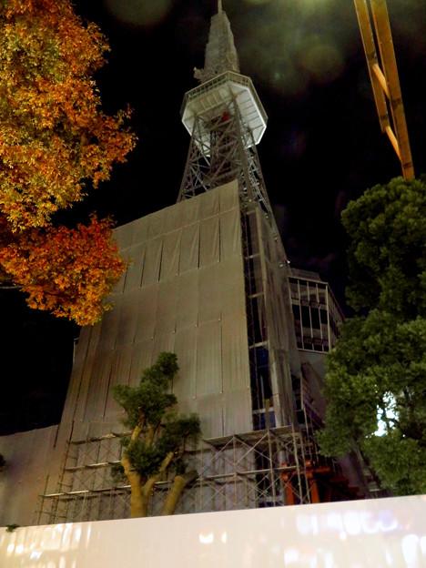 リニューアル工事中の久屋大通公園(2019年11月16日)- 14:テレビ塔の周りにも建物?それとも単なる工事用??
