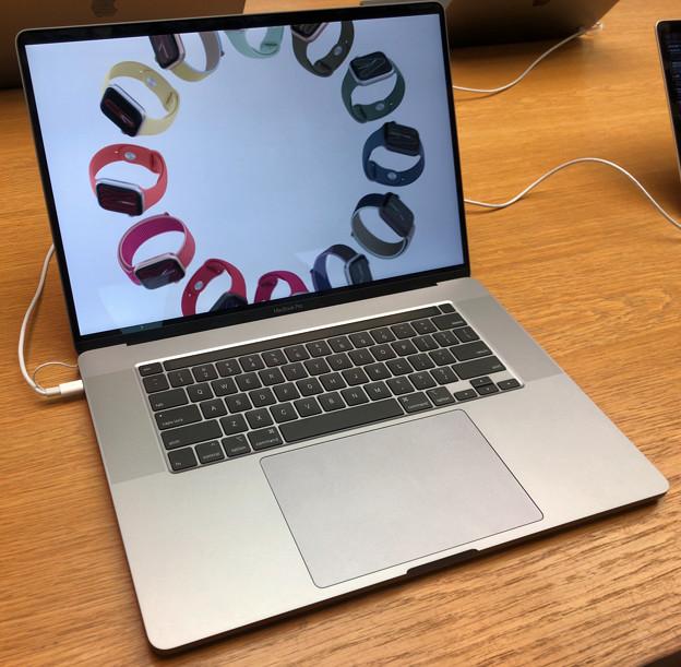 先日発表されたばかりのMacbook Pro 16 No - 1