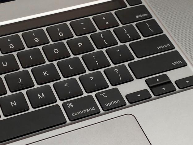 先日発表されたばかりのMacbook Pro 16 No - 3:Touch IDとTouchBarと英語キーボード