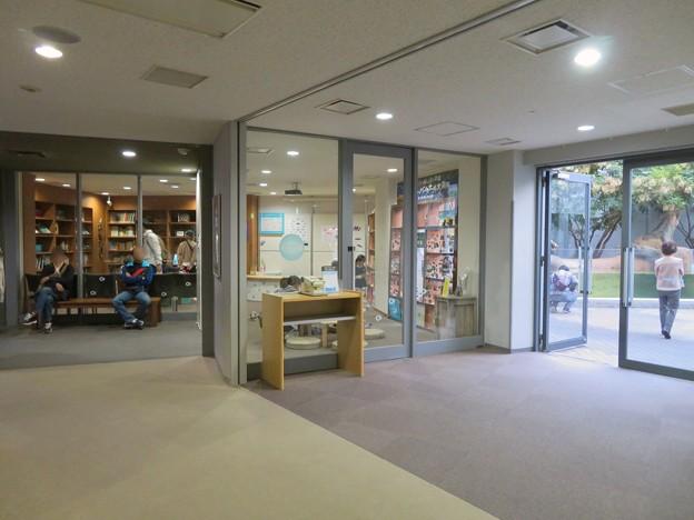 アクア・トトぎふ No - 230:1階にある図書館