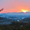 定光寺展望台から見た夕暮れ時の景色 No - 6:山の向こうに沈む夕日