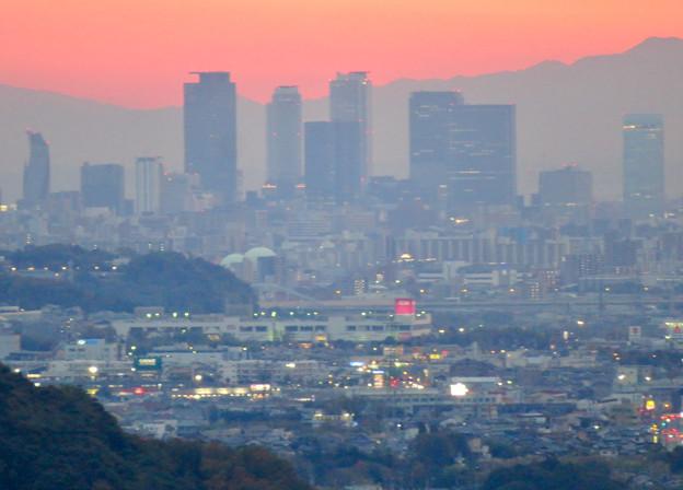 定光寺展望台から見た夕暮れ時の景色 No - 7:名駅ビル群