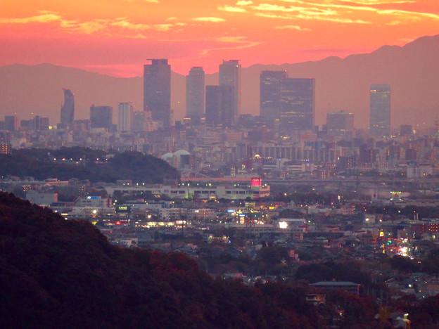 定光寺展望台から見た夕暮れ時の景色 No - 13:名駅ビル群