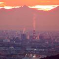 定光寺展望台から見た夕暮れ時の景色 No - 14:王子製紙の煙突