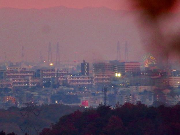 定光寺展望台から見た夕暮れ時の景色 No - 15:名港東?西?大橋とシートレイランドの観覧車