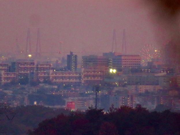 定光寺展望台から見た夕暮れ時の景色 No - 16:名港東?西?大橋とシートレイランドの観覧車