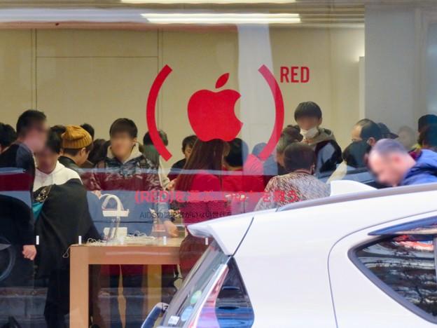 Appleストア名古屋栄:お店のガラスに「RED」マーク - 2
