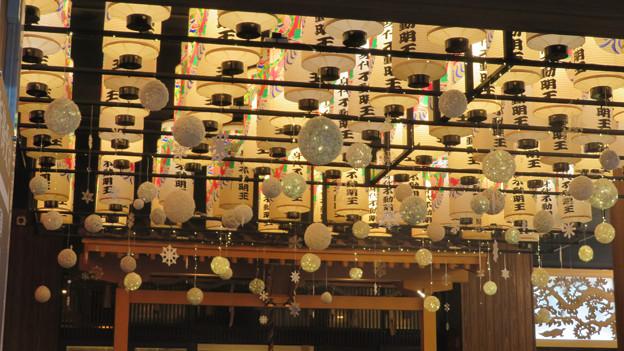 クリスマスっぽい装飾になってた大須・万松寺 - 1