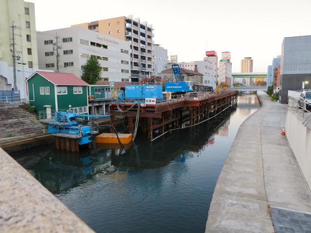 岩井橋から見た堀川上の工事現場