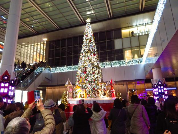 ゲートタワー前のクリスマスツリー 2019 No - 4