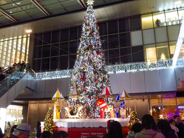 ゲートタワー前のクリスマスツリー 2019 No - 5