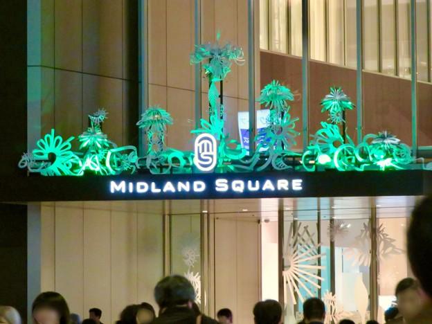 色が変わるミッドランドスクエア入り口のイルミネーション - 1