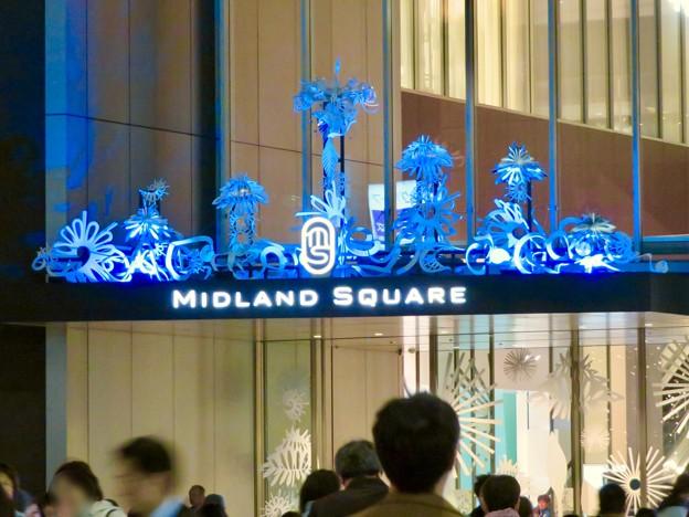 色が変わるミッドランドスクエア入り口のイルミネーション - 2