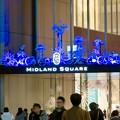 色が変わるミッドランドスクエア入り口のイルミネーション - 3