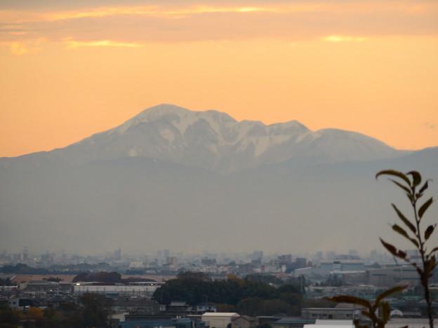 犬山善光寺の開けた所から見えた景色 No - 3:雪を頂く伊吹山