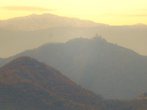 犬山善光寺の開けた所から見えた景色 No - 9:岐阜城・金華山