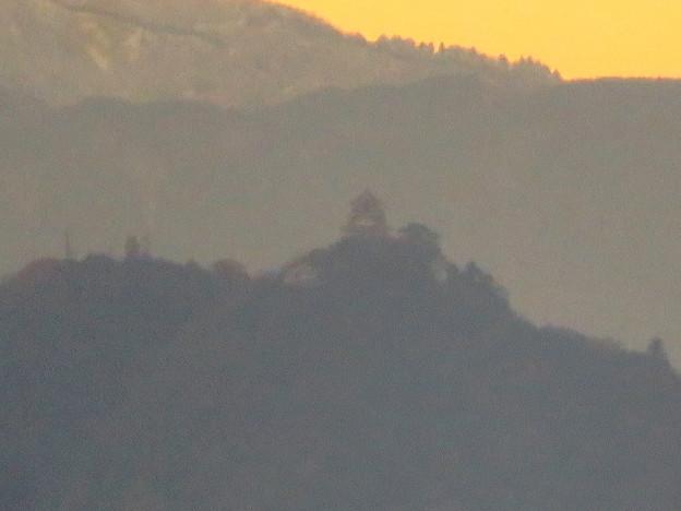 犬山善光寺の開けた所から見えた景色 No - 10:雪を頂く山と岐阜城