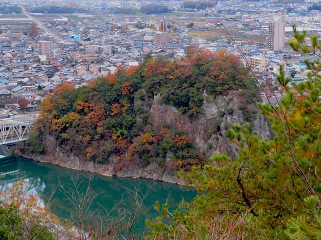犬山善光寺の展望台から見た景色 No - 15:鵜沼城跡の岩山