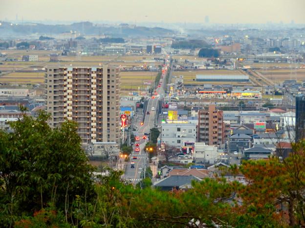 東之宮古墳&神社から見下ろした景色 - 7:犬山駅西の広見線をまたぐ道路