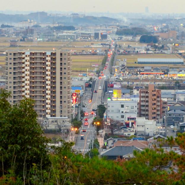 東之宮古墳&神社から見下ろした景色 - 8:犬山駅西の広見線をまたぐ道路