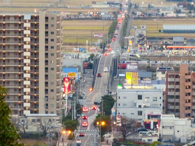 東之宮古墳&神社から見下ろした景色 - 9:犬山駅西の広見線をまたぐ道路