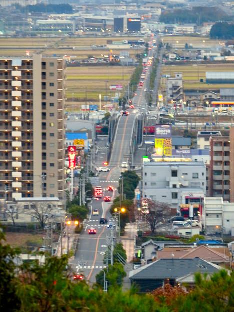 東之宮古墳&神社から見下ろした景色 - 10:犬山駅西の広見線をまたぐ道路