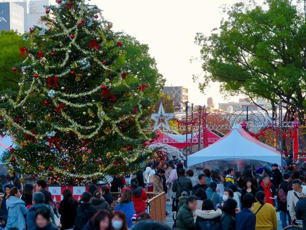 名古屋クリスマスマーケット 2019 No - 5:クリスマスツリーと来場していた大勢の人たち