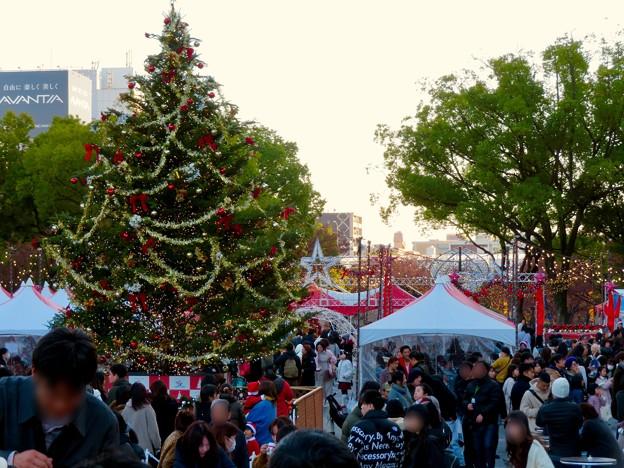 名古屋クリスマスマーケット 2019 No - 6:クリスマスツリーと来場していた大勢の人たち