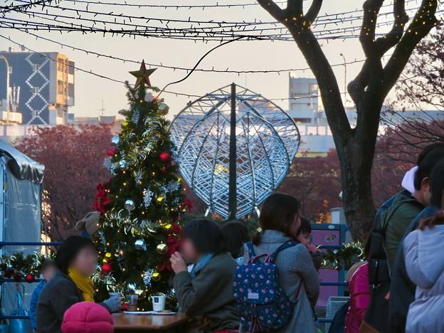 名古屋クリスマスマーケット 2019 No - 22:クリスマスツリーと銀色の船