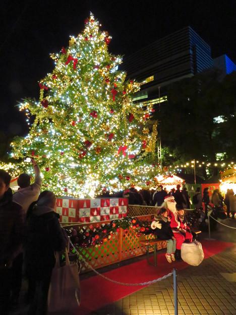 夜の名古屋クリスマスマーケット 2019 No - 12;クリスマスツリーとサンタクロース