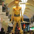 Photos: 微妙に似てない…。スターウォーズ新作PRで「C3PO」になったナナちゃん人形 - 1