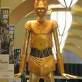 Photos: 微妙に似てない…。スターウォーズ新作PRで「C3PO」になったナナちゃん人形 - 2