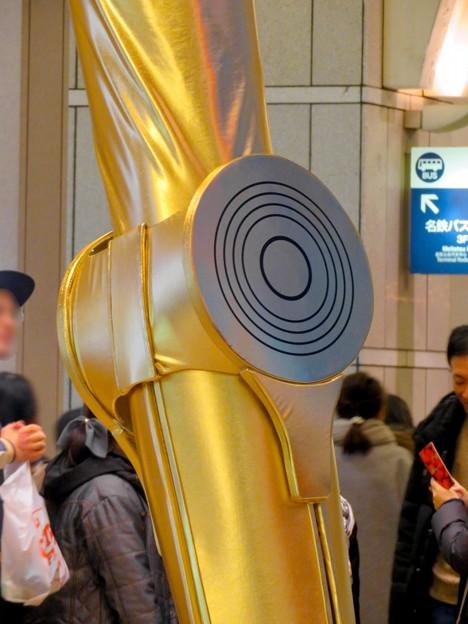 微妙に似てない…。スターウォーズ新作PRで「C3PO」になったナナちゃん人形 - 16