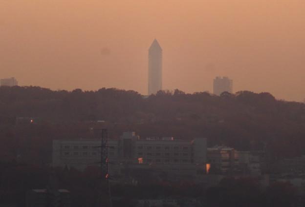 アピタ高蔵寺店から見た夕暮れ時の景色 - 7:東山スカイタワー