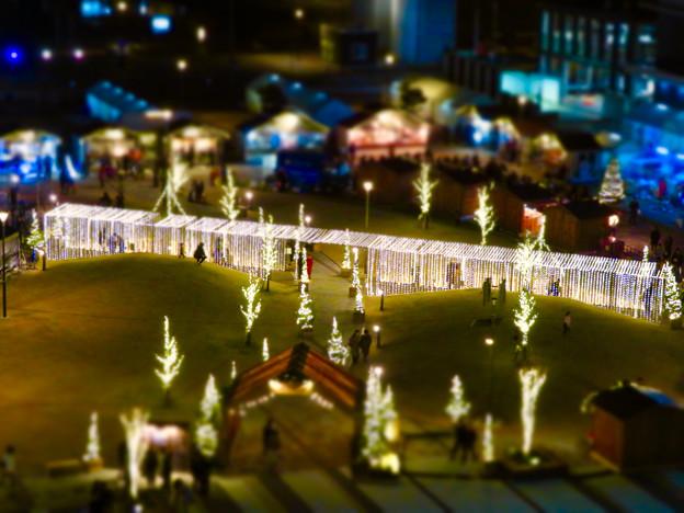 グローバルゲートから見下ろした夜の「ささしまクリスマス」会場(ミニチュアライズ)- 1