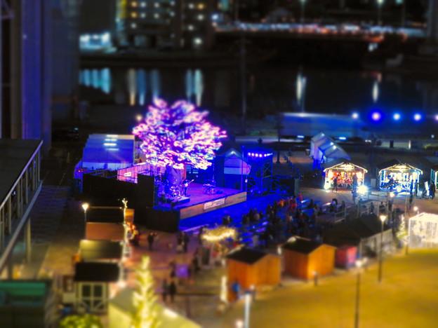 グローバルゲートから見下ろした夜の「ささしまクリスマス」会場(ミニチュアライズ)- 2