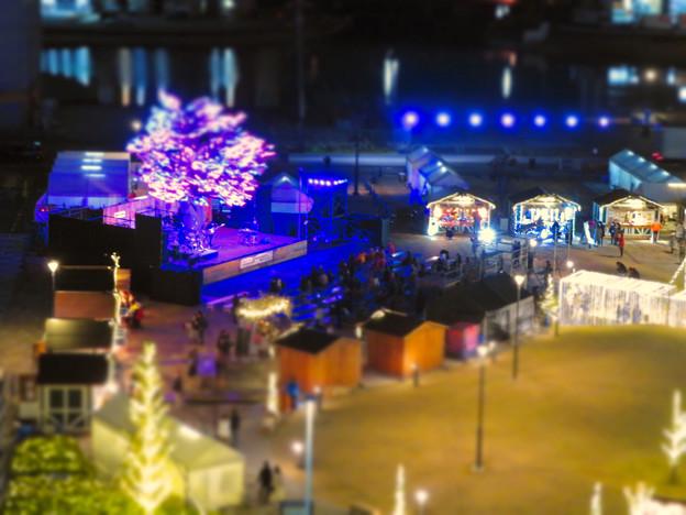 グローバルゲートから見下ろした夜の「ささしまクリスマス」会場(ミニチュアライズ)- 3